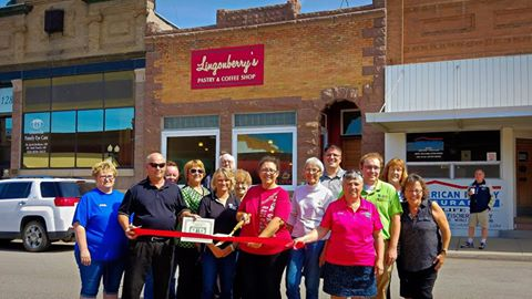 lingonberry-ribbon-cutting-2016